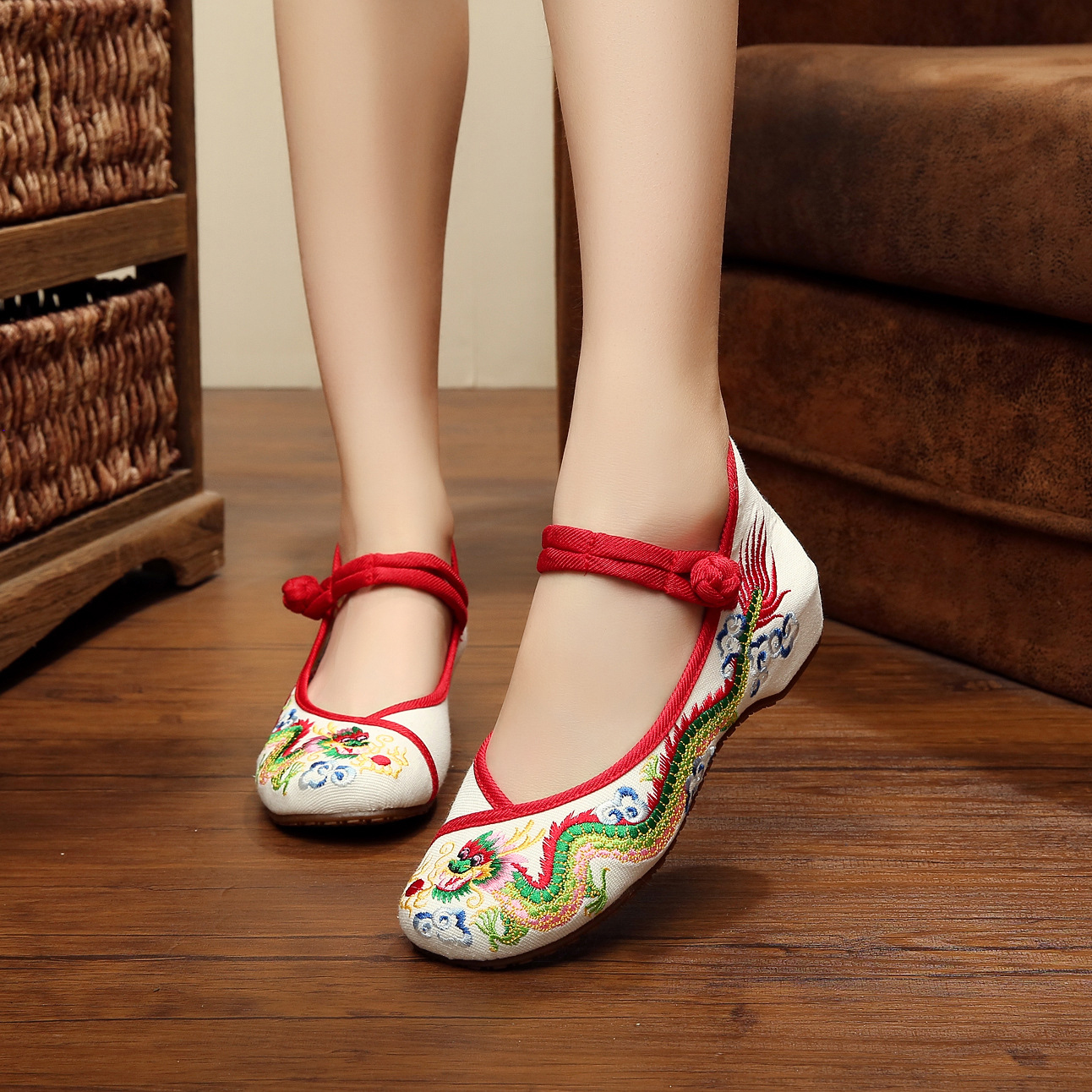 2017 new retro Chinese dragon fashion embroidery womens flats spring and summer simple casual shoes for ladies<br><br>Aliexpress
