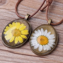 Kittenup White Yellow Chrysanthemum Plants Glass Floating Lockets Pendant Necklace For Women Femme Fashion Jewelry