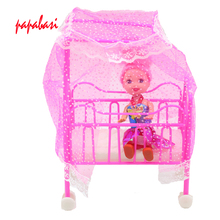 Dollhouse Lovely Detachable Plastic Baby Cot Bed + 1 Random Doll For Barbie Sisiter Kelly Dolls Bedroom