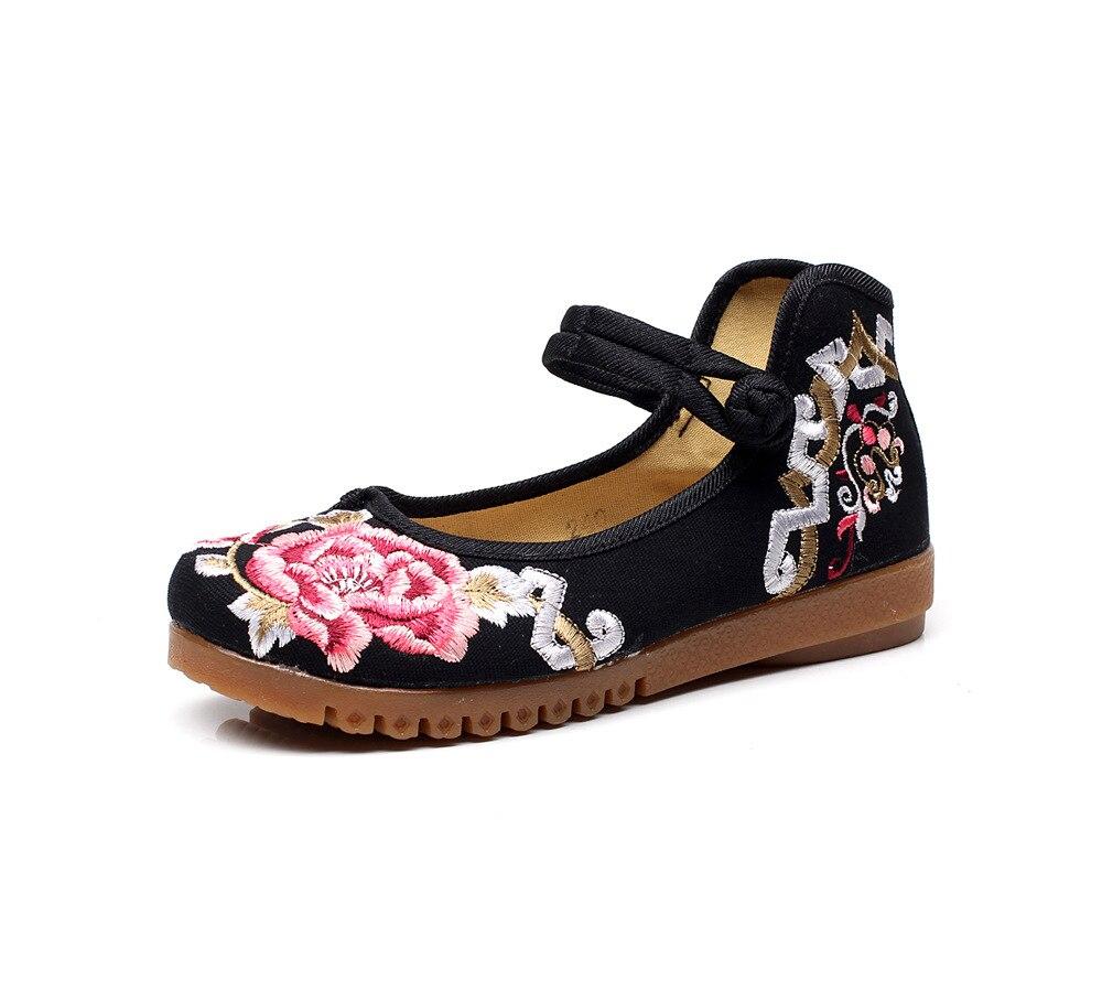 Tikitud lilledega kingad