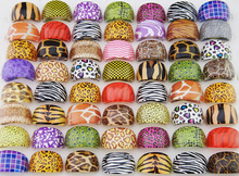 100Pcs Whole Fashion Multicolored Pink Purple Leopard Tiger Pattern Resin Platsic Rings For Women Jewelry Bulk Lots LR411(China)
