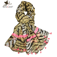 [Marte&Joven] Stylish Leopard Print With Pink Tassels Women Personalized Thin Shawls and Scarves
