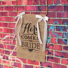Natural Jute Fabric Burlap Banner Khaki Here Comes The Bride Flags For Wedding Celebration Decoration 220x220mm