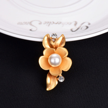 Wholesale Price Jewelry Rose Gold Color Charmed Brooches Wedding Jewelry Flower Shape Crystal Paved Brooch Pins Cloth Dress Pin