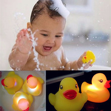 1pc Baby Bath Toys LED Flashing Lamp Duck Toy MultiColor Rubber Auto Color Changing Kids Children Bathroom Swiming Water Toy(China)