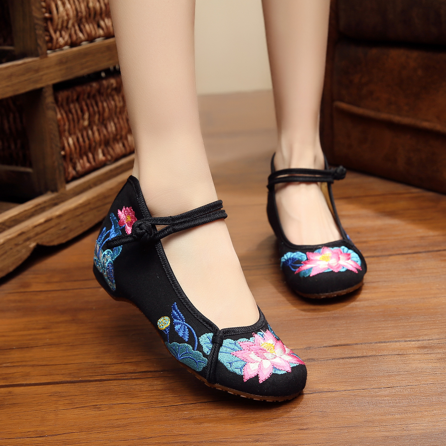 Hot sale Moonlight Lotus flowers delicate embroidery flats shoes for women fashion ladies canvas shoes dance woman shoes<br><br>Aliexpress