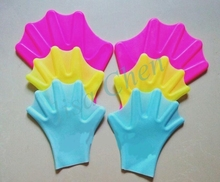 1 Pair Swimming Webbed Gloves Diving Fins Adult Swimming Finger Fins Diving Hand Paddle Wear Silicon Swimming Fins for Adults