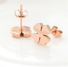 FREE SHIPPINGNew item hot sale Titanium Rose gold color Stud Earrings with four-leaf clover charm(China)