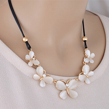 Charm Alloy Statement Necklace For Women Gold Color Pretty Butterfly Pendant Choker Necklace Elegant Chain Collier Femme Bijoux