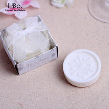 Free Shipping Snowflake Soap Wedding Favors And Gifts For Guests Souvenirs Decoration Event & Party Supplies(China)