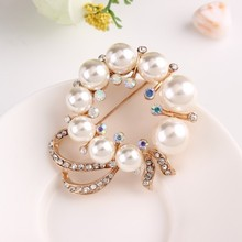 2015 Korea Elegant Pearl Flower Gold Color Women Brooch Pins Austrian Crystal Diamond Brooches For Suit/Sweater/Hat/Scarves