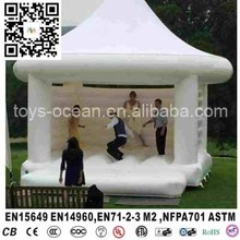New white jumping bouncy house inflatable castle with tent for wedding