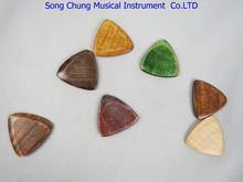 "7Pcs Different colors Solid Maple wood Guitar Pick,material thickness:0.12"" 3mm"