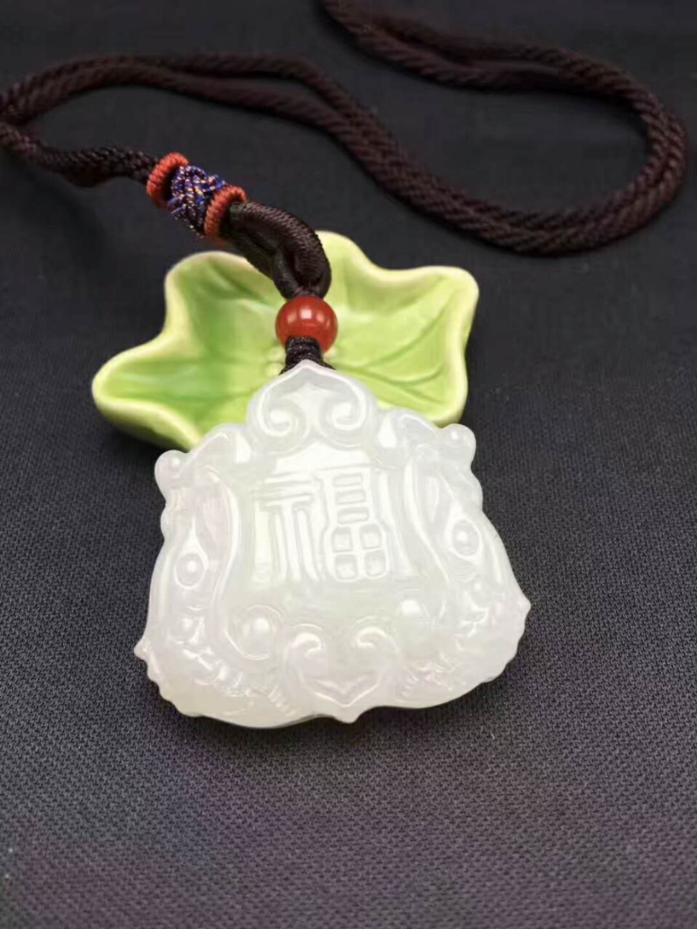 Natural Hetian jade  rich more beautifully carved jade pendant Pisces clean  Send certificate Size: 32*32mm