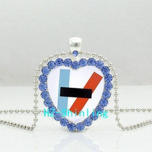 New Twenty One Pilots Alternative Band Heart Necklace Blurryface Microphone Crystal Jewelry Crystal Pendant Necklace(China)