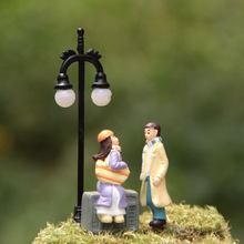 2pcs/lot Action Figure Couple talk hand to do DIY 3.5cm Micro Landscape decoration garden ornament Doll PVC gifts Model Anime(China)