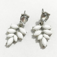 2017 Fashion Rhodium-plated Jewel Metal Leaf Flower Earrings White Resin Stone Stud Earrings for Women Brincos