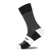 ZHUIYAN Breathable Men Women Cycling Riding Socks Sports Running Socks Basketball Football Socks 4 Colors U