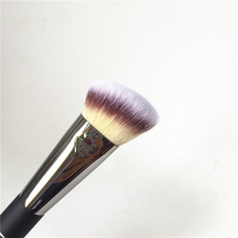 IT COSMETICS Angled Radiance Brush #10 _2