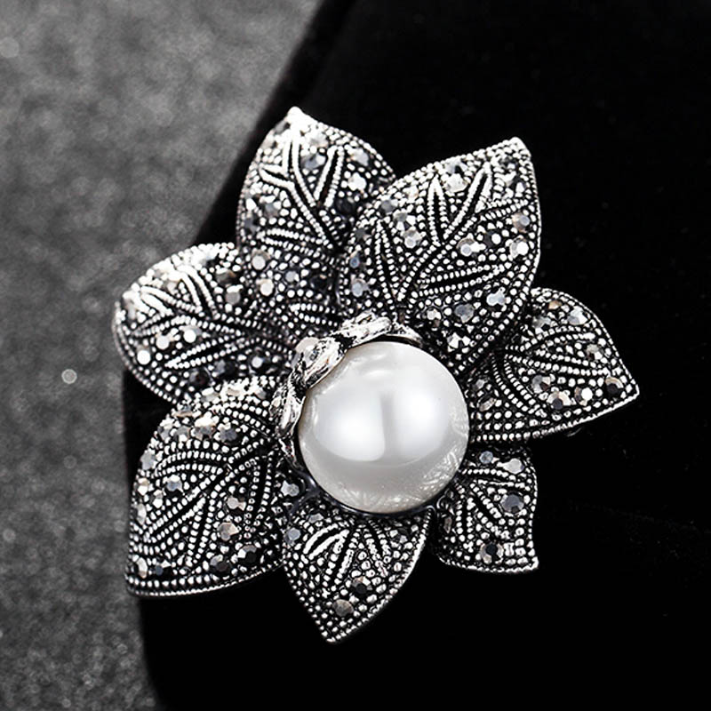12pcs/lot wholesale Pearl Brooch Pin For Women Party Gifts Vintage Flower Brooches For Women Wedding Hijab Scarf Pin Up Buckle