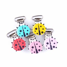 Free Shipping 10Pcs Baby Pacifier Clips Wood Cartoon Ladybug Pattern Random DIY Mixed Color Cute Infant Soother Clasps 43x29mm(China)