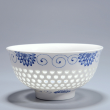 4.5Inch Creative China Dinnerware Ceramic bowl Blue and White Porcelain Hollow Rice Bowls Soup Flower Pattern Kitchen Tableware(China)