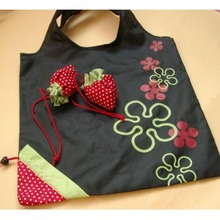 2017 Hot Simple Strawberry Fruit Fashgion Useful Green Folding Convenience Flowers Pattern Beautiful Shopping Bag Free shipping