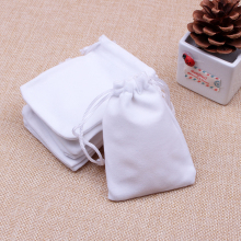 50pcs/lot White Color Velvet Bags 9x12cm Pouches Jewelry/MP3 Packing Bags Christmas/Candy/Wedding Gift Bags Free Shipping