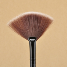 New Pro Fan Shape Makeup Brushes Cosmetic Brush Blending Highlighter Contour Face Powder Woman Makeup Tool NA1122