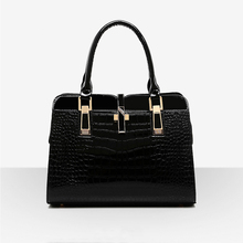 New 2016 Hot Sale Guaranteed 100% Women Bag Shaped Alligator Patent Leather Bags Zipper Solid Brand Design Women Messenger Bags