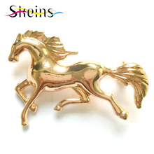 High Quality Korean Men And Women Horse Brooch Zinc Alloy Pin Suit Accessories Wholesale.(China)