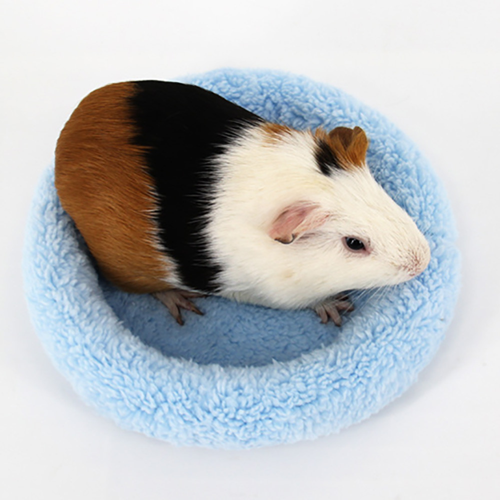 Soft Fleece Guinea Pig Bed Winter Warm Rabbit Hamster Mat Small Animal Cage Bed 3 Colors S & L Size small pets bed EY11(China)