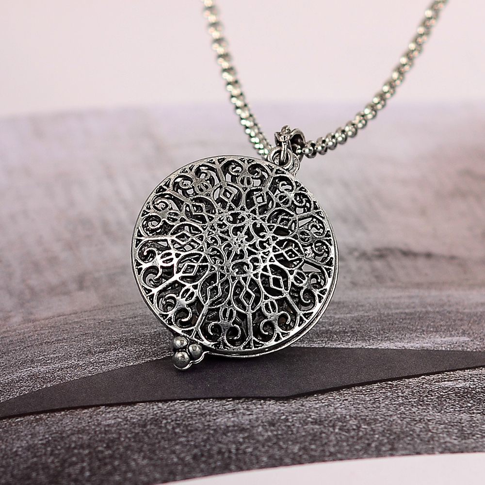 5 Pcs Silver Pendant Essential Oil Hollow Locket Necklace Perfume Charm Fashion Chain Round Pattern Sexy Woman Jewelry 52*35mm