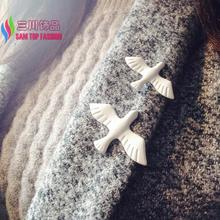 2016 Christmas Gifts Fashion Designer White Oil Coated Peace Pigeon Costume Brooches Pins for Women accessories jewelry