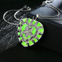 luminous Stone Glow in the Dark Silver Plated Engraved Lucky Flower Leaf Heart Pendant Necklace for Party Women Jewelry