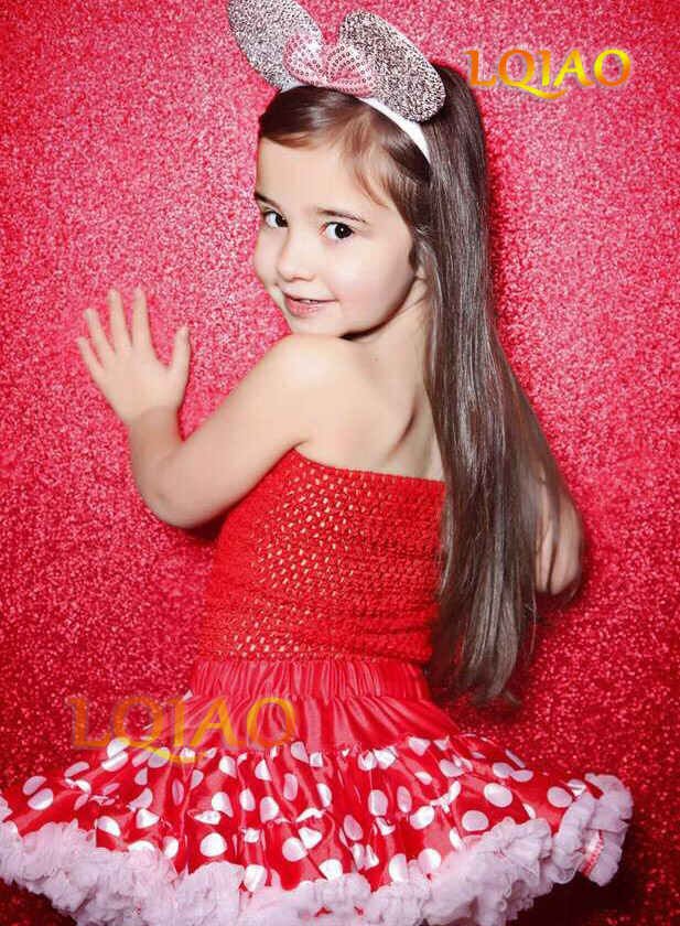 red sequin backdrop-09