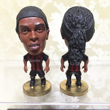 Soccerwe Classic Series 6.5 cm Height Resin Football Star Doll 80 Ronaldinho Mini Figure Black Red Kit Collections