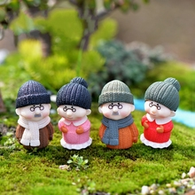 1Pcs Winter Old Lover Grandmother Grandfather DIY Resin Fairy Garden Craft Decoration Miniature Micro Gnome Terrarium Gift F0853