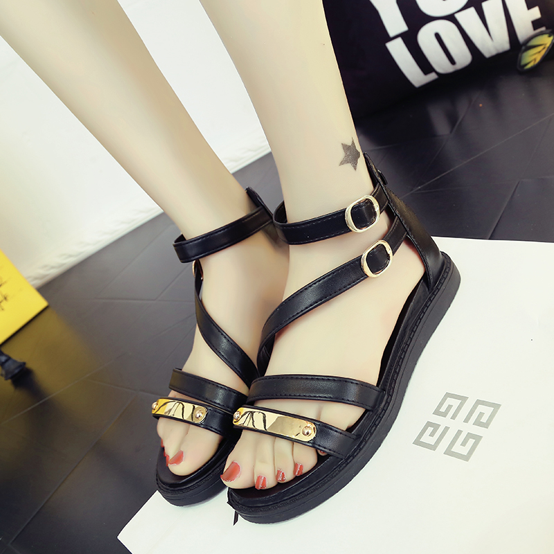 Europe and the United States within the new summer sandals increased hollow out female black and white fashion sandals<br><br>Aliexpress