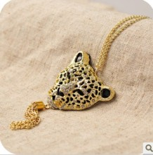 Min. order $10 . Free shipping! Wholesale Fashion crystal Imitation jewelry Lion head zebra leopard necklace with Chain
