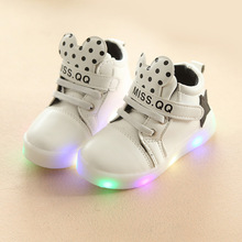2017 New European fashion lighted baby shoes high quality toddler first walkers sneakers Cool angle wing boys girls boots(China)