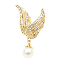 Factory Direct Sale Gold Color Plated Crystal Angel Wing Brooches for Women or Girls with a Simulated Pearl