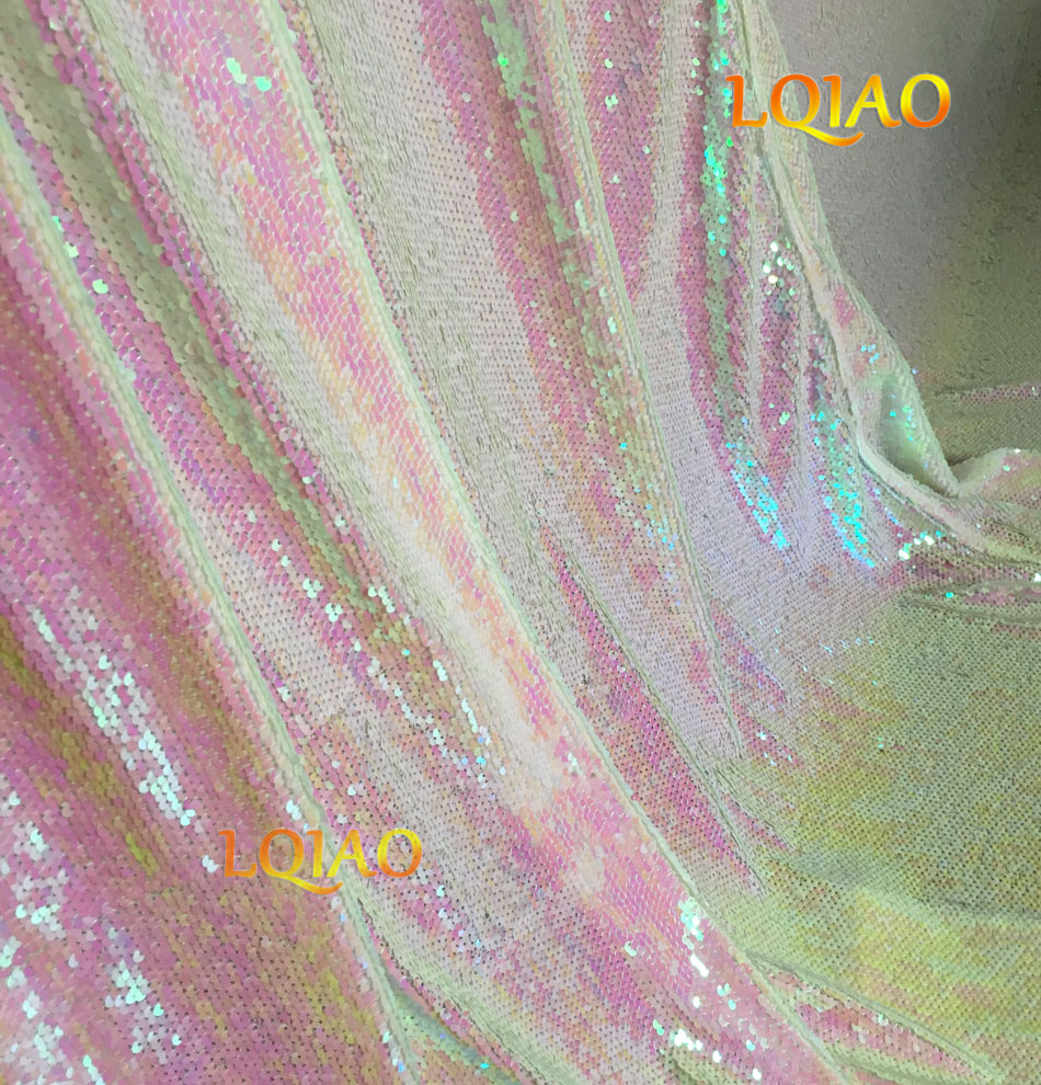 Changed White Reversible Sequin Backdrop-011