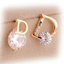 New Korea Women's Accssories Fashion Jewelry Letter D Zircon Gold Stud Earrings(China)
