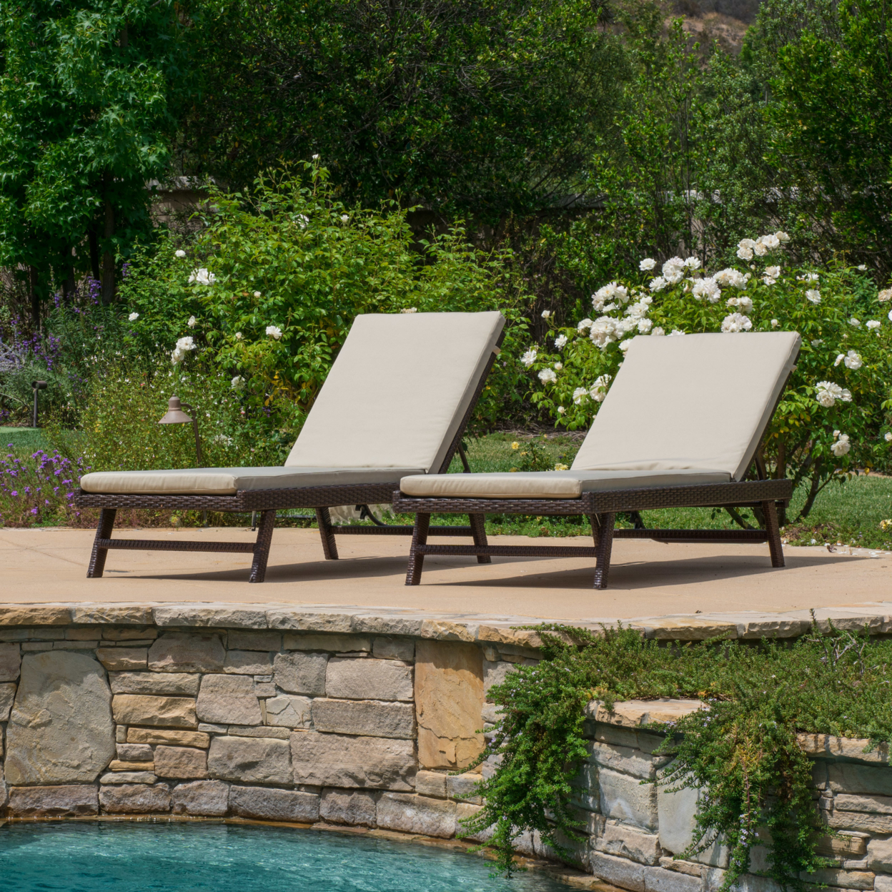 Florida Outdoor Wicker Adjustable Chaise Lounge with Cushion (Set of 2)