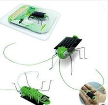 Wholesale 100pcs/lot Worlds Smallest Solar Power Cockroach Grasshopper mini solar toys solar energy toys Solar teaching supplies(China)