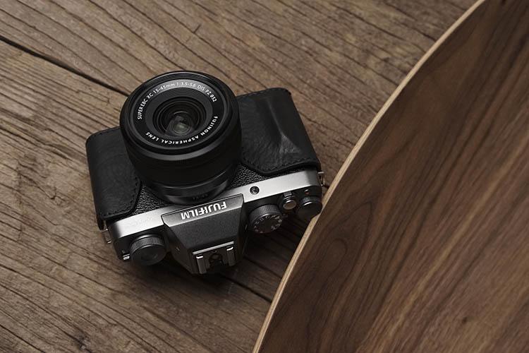 Vintage Cuero PU Funda la mitad de café agarre para Fujifilm X100F Batería Cámara abierta