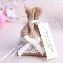Wedding gifts for guests candy bag with DIY kraft tag/ burlap pouch/ Lace burlap sack/Rustic party Decorations Favours(China)