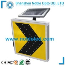Aluminium Road Traffic Arrow Sign Board With 45 Led Traffic Light