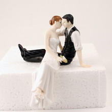 Romantic Polyresin Figurine Wedding Cake Toppers Resin Decor Lover Couples Gift